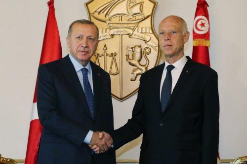 La democracia de Túnez es importante para la estabilidad, insiste…
