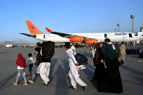 Los talibanes acceden a la evacuación del aeropuerto de Kabul