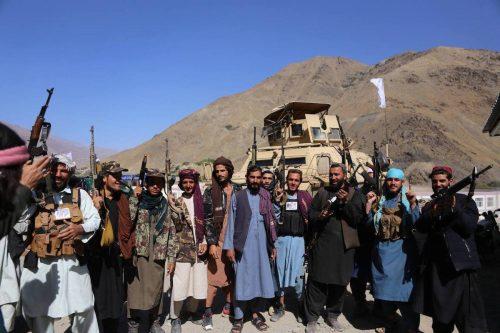 Los talibanes anuncian el establecimiento de un gobierno interino en…