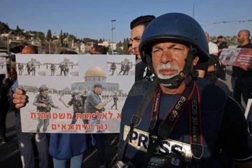 Israel detiene a 7 periodistas por documentar la detención de…