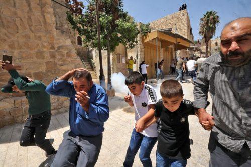 Israel dispara gases lacrimógenos contra manifestantes palestinos en Hebrón