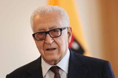 Un grupo de la oposición argelina critica al ex ministro…