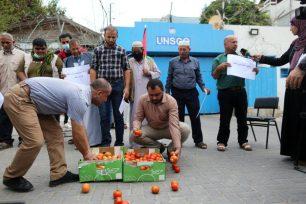 Agricultores de Gaza protestan contra las restricciones israelíes a las exportaciones, Gaza, el 4 de octubre de 2021, [Mohammed Asad].