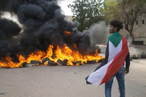 Miles de personas se concentran en Jartum para restablecer la…