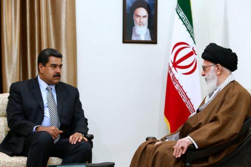 Presidente da Venezuela Nicolás Madura encontra-se com o Supremo Líder do Irã Ali Khamenei durante visita em Teerã, capital iraniana, 22 de outubro de 2016 [Gabinete de Imprensa do Supremo Líder/Agência Anadolu]