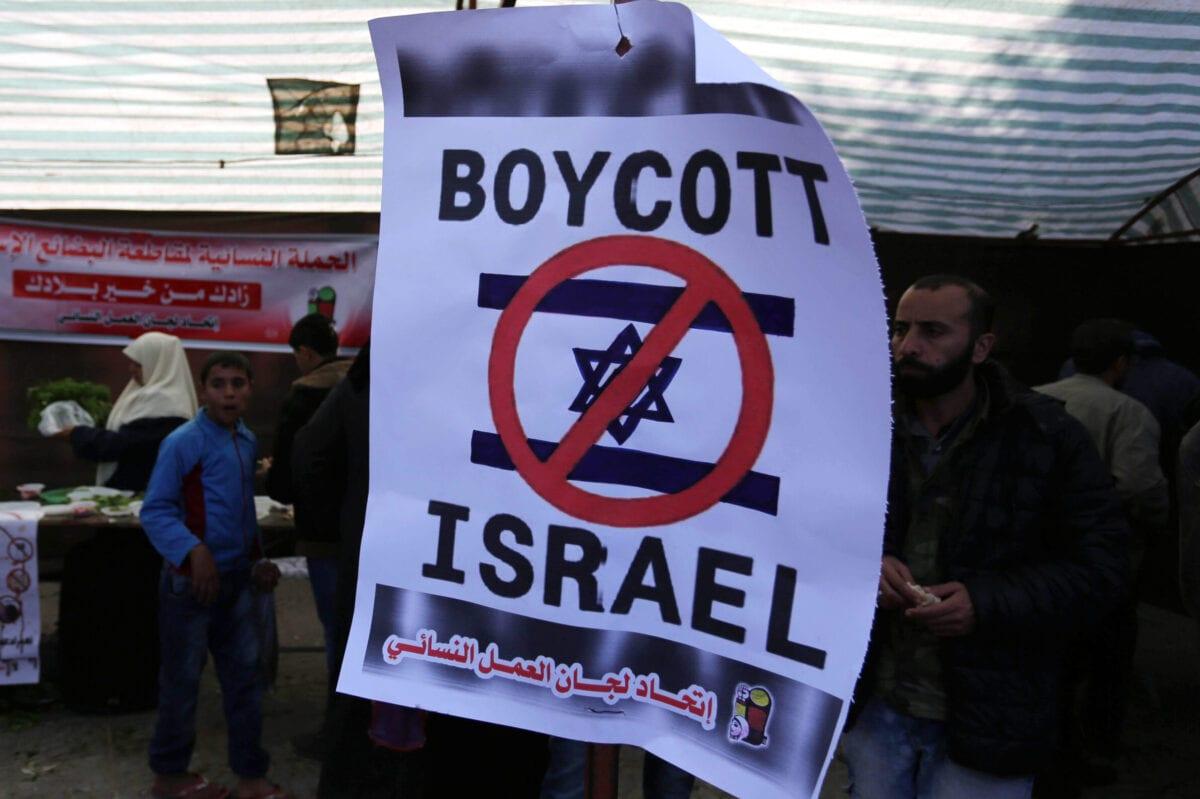 Palestinos pedem boicote a bens israelenses em exibição de produtos nacionais realizada na Cidade de Gaza, 3 de dezembro de 2018 [Ashraf Amra/Monitor do Oriente Médio]