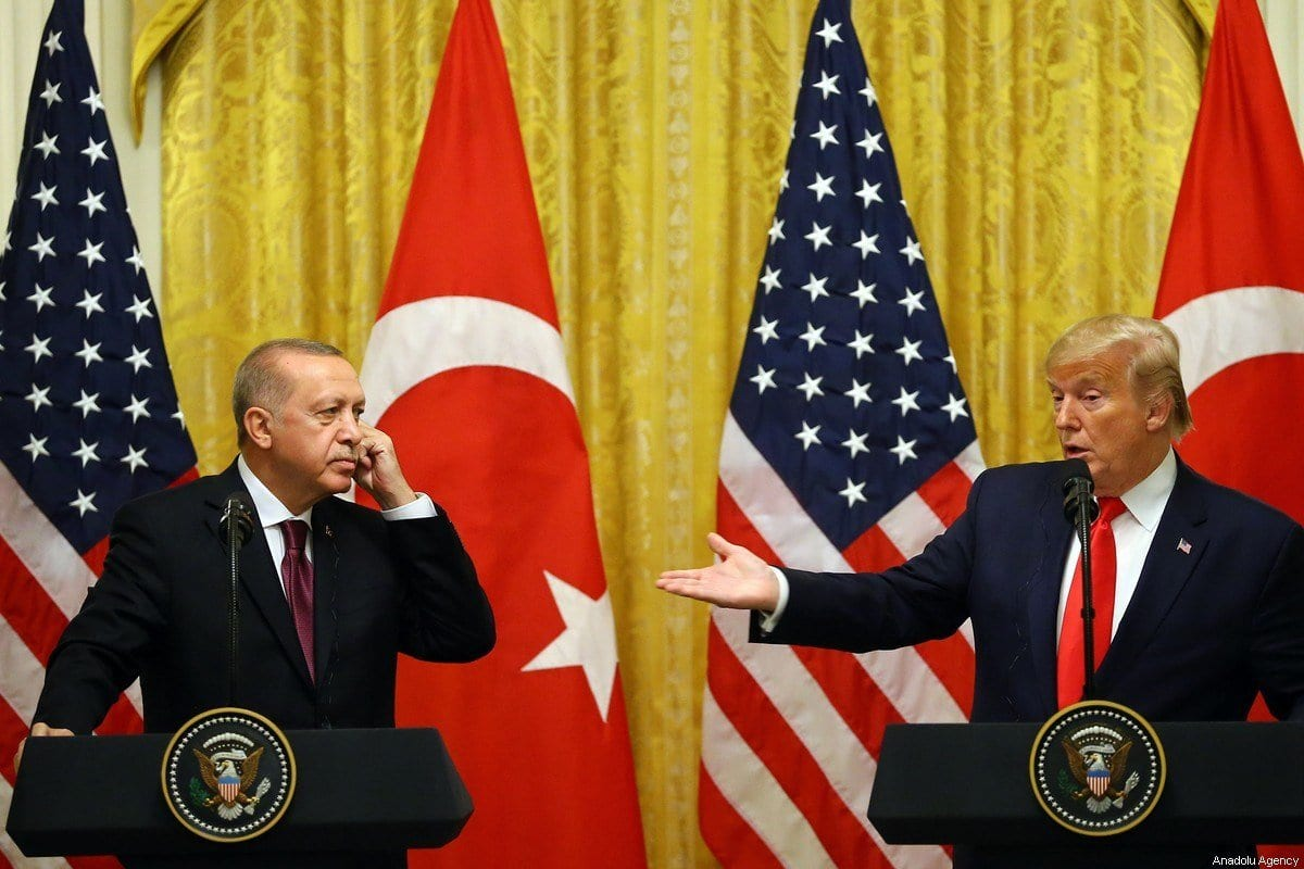 Presidente da Turquia, Recep Tayyip Erdogan e O presidente dos EUA, Donald Trump, em coletiva de imprensa conjunta após reunião na Casa Branca em Washington, Estados Unidos, em 13 de novembro de 2019. [Halil Sağırkaya - Agência Anadolu]