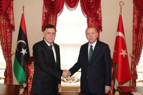 Presidente da Turquia Recep Tayyip Erdogan encontra-se com Fayez al-Sarraj, presidente do Conselho do Governo de União Nacional da Líbia, em Istambul, Turquia, 12 de janeiro de 2020 [Mustafa Kamaci/Agência Anadolu]