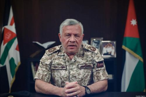Rei da Jordânia Abdullah II fala em comunicado nacional televisionado sobre a questão do coronavírus, em Amã, Jordânia, 23 de março de 2020 [Conselho Real Jordaniano/Agência Anadolu]