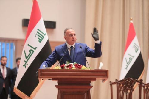 Primeiro-ministro iraquiano, Mustafa Al-Kadhimi, em Bagdá, Iraque discursa em 6 de maio de 2020 [Parlamento iraquiano / Agência Anadolu]