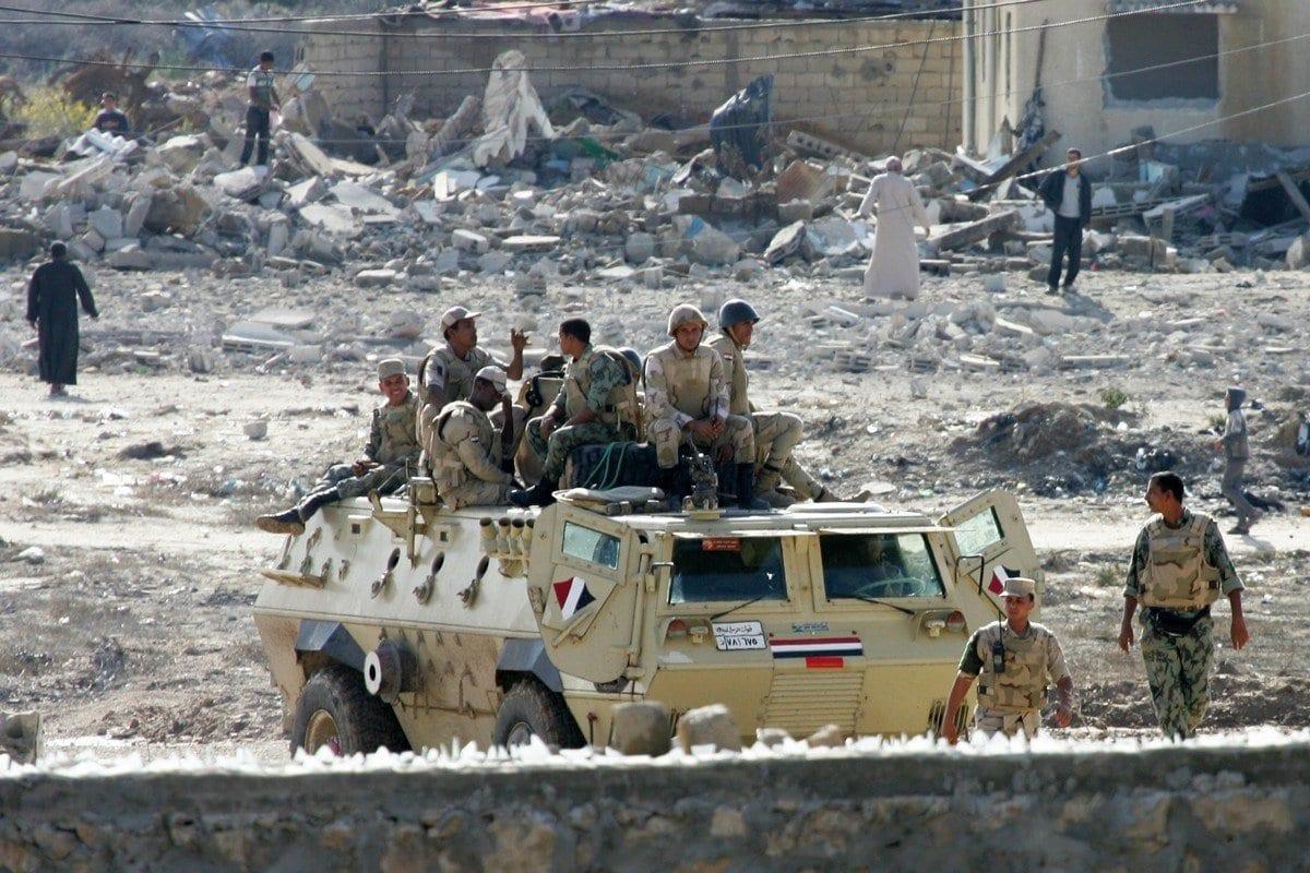 Soldados egípcios participam de uma operação militar no Sinai, Egito, em 1º de novembro de 2018 [Abed Rahim Khatib / ApaImages]