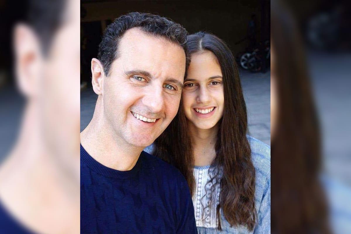 Presidente da Síria Bashar al-Assad e sua filha Zein Assad, em 1 de janeiro de 2018 [Kevork Almassian/Twitter]