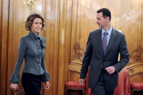 Presidente sírio Bashar Al-Assad (R) com sua esposa, Asma Al-Assad [foto de arquivo]