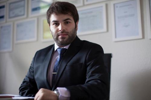 Abdulbaset Jarour em seu escritório em São Paulo. [Arquivo pessoal]