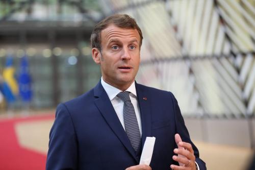 Presidente francês Emmanuel Macron em Bruxelas, Bélgica, em 17 de julho de 2020 [Dursun Aydemir / Agência Anadolu]