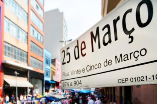 Sírios e libaneses que desembarcaram no Brasil no final do século XIX fixaram-se na região da Rua 25 de Março. A data hoje é celebrada em homenagem à comunidade árabe-brasileira.