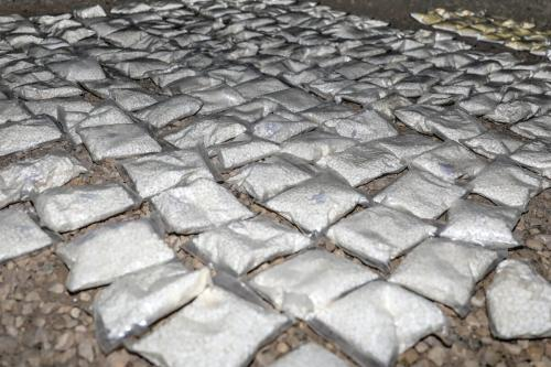 Sacos de droga viciante conhecida como Captagon são confiscados e destruídos pelos Estados Unidos e parceiros da coalizão no sul da Síria, 31 de maio de 2018 [Exército dos Estados Unidos/Wikipedia]