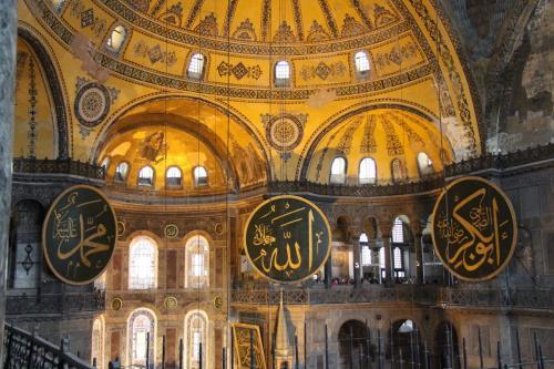Vista geral do abóbada interior de Hagia Sophia, em Istambul, Turquia, 1° de julho de 2020 [Flickr]
