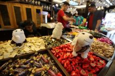 The-final-rush-towards-Gazas-sweet-markets-_10
