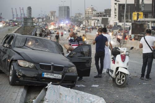 Carro danificado é visto após explosão de armazém no porto levar a explosões maciças em Beirute, Líbano, em 4 de agosto de 2020 [Houssam Shbaro / Agência Anadolu]