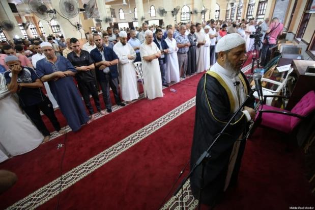 Palestinos em Gaza realizam as orações do Eid ul Adha, 31 de julho de 2020 [Mohammad Asad/Monitor do Oriente Médio]