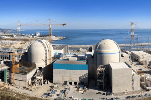 Usina nuclear de Barakah, primeira estação de energia nuclear dos Emirados Árabes Unidos [Wikipedia]