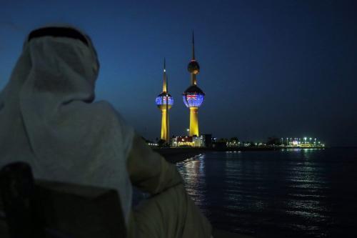 Torres do Kuwait demonstram solidariedade às vítimas dos ataques contra mesquitas de Christchurch, ao exibir bandeiras neozelandesas, na Cidade do Kuwait, 17 de março de 2019 [Yasser al-Zayyat/AFP/Getty Images]