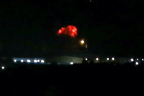 Bola de fogo sobe após ataques aéreos israelenses em Rafah no sul da Faixa de Gaza em 13 de agosto de 2020. [ Said Khatib/ AFP via Getty Images]