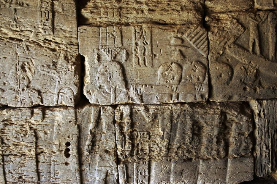 Ilustrações em baixo-relevo nas pirâmides de Meroe, Sudão [Gianluigi Guercia/AFP/Getty Images]