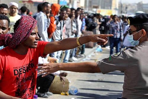 Polícia saudita detém trabalhadores imigrantes [foto de arquivo]