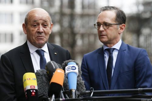 O ministro das Relações Exteriores da Alemanha Heiko Maas (dir.) e o ministro das Relações Exteriores da França Jean-Yves Le Drian em Berlim, Alemanha, em 27 de março de 2019 [Abdülhamid Hoşbaş / Agência Anadolu]