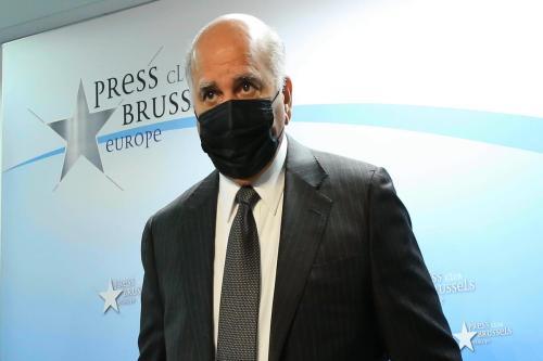 Ministro de Relações Exteriores do Iraque Fuad Hussein, em coletiva de imprensa, em Bruxelas, Bélgica, 17 de setembro de 2020 [Dursun Aydemir/Agência Anadolu]