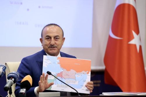 Ministro de Relações Exteriores da Turquia Mevlut Cavusoglu encontra-se com membros da imprensa internacional na chancelaria em Ancara, Turquia, 23 de setembro de 2020 [Fatih Aktas/Agência Anadolu]