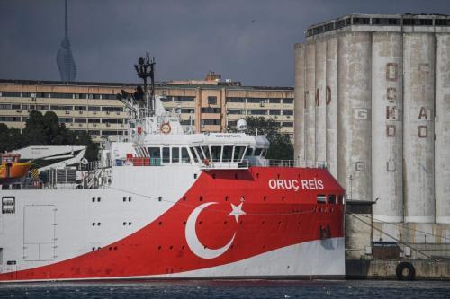 Embarcação de pesquisa sismológica Oruç Reis, pertencente à Diretoria Geral de Exploração e Pesquisa Mineral da Turquia (MTA), ancorada no porto de Haydarpasa, Istambul, Turquia, 23 de agosto de 2019 [Ozan Kose/AFP/Getty Images]