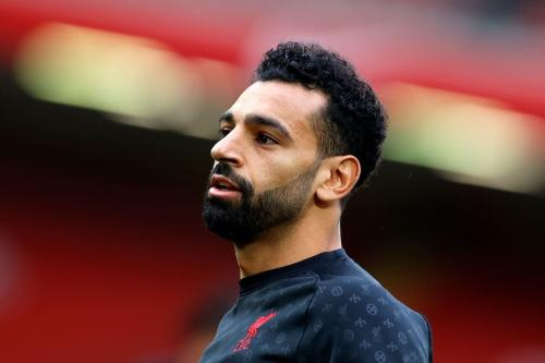 Mohamed Salah, meio-campista egípcio do Liverpool, antes de partida de futebol pela Premier League, contra o Leeds United, em Anfield, Inglaterra, 12 de setembro de 2020 [Phil Noble/AFP/Getty Images]