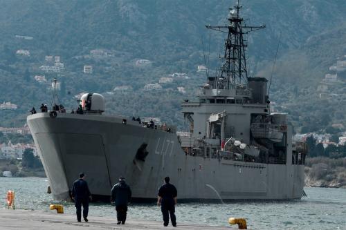 Navio da Marinha da Grécia aportado na ilha de Lesbos, 4 de março de 2020 [Louisa Gouliamaki/AFP/Getty Images]