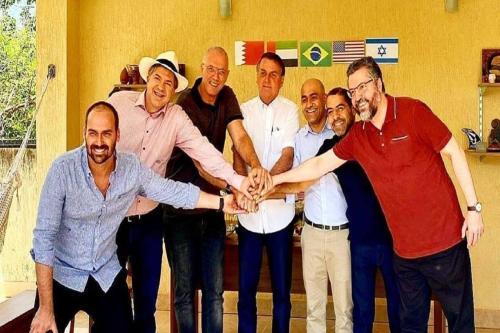 Embaixadores convidados dos Bolsonaro comemoram acordos de normalização com Israel (Post de Eduardo Bolsonaro/Twitter]