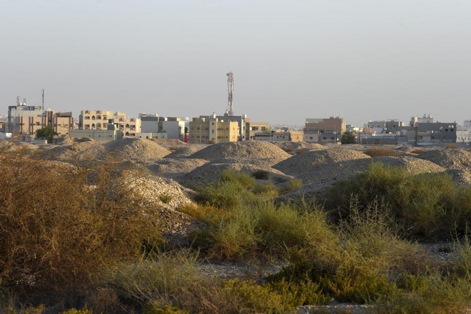Túmulos da cultura Dilmun, perto da aldeia de Aali, ao sul de Manama, capital do Bahrein, 2 de julho de 2019 [STR/AFP/Getty Images]