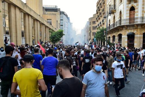 Forças de segurança intervêm em manifestantes com gás lacrimogêneo durante um protesto em Beirute, Líbano em 1 de setembro de 2020 [Houssam Shbaro/ Anadolu Agência]