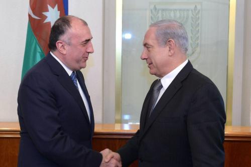 Primeiro-Ministro de Israel Benjamin Netanyahu encontra-se com ex-Ministro de Relações Exteriores do Azerbaijão Elmar Mammadyarov, em Jerusalém, 23 de abril de 2013 [Amos Ben Gershom/GPO/Getty Images]