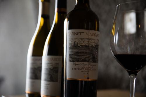 Garrafas de vinho, 17 de novembro de 2015 [WineCountry Media/Flickr]