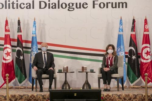 O presidente da Tunísia, Kais Saied, e a Representante Especial Adjunta da ONU para Assuntos Políticos na Líbia, Stephanie Williams, em sessão de abertura do Fórum de Diálogo Político da Líbia em Túnis, Tunísia, em 9 de novembro de 2020 [Yassine Gaidi - Agência Anadolu]