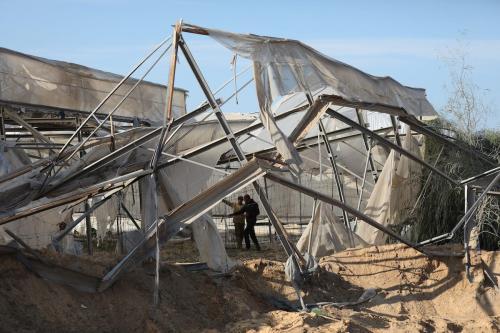 Estufas e campos agrários palestinos destruídos por ataques aéreos israelenses, em Gaza, 22 de novembro de 2020 [Mustafa Hassona/Agência Anadolu]