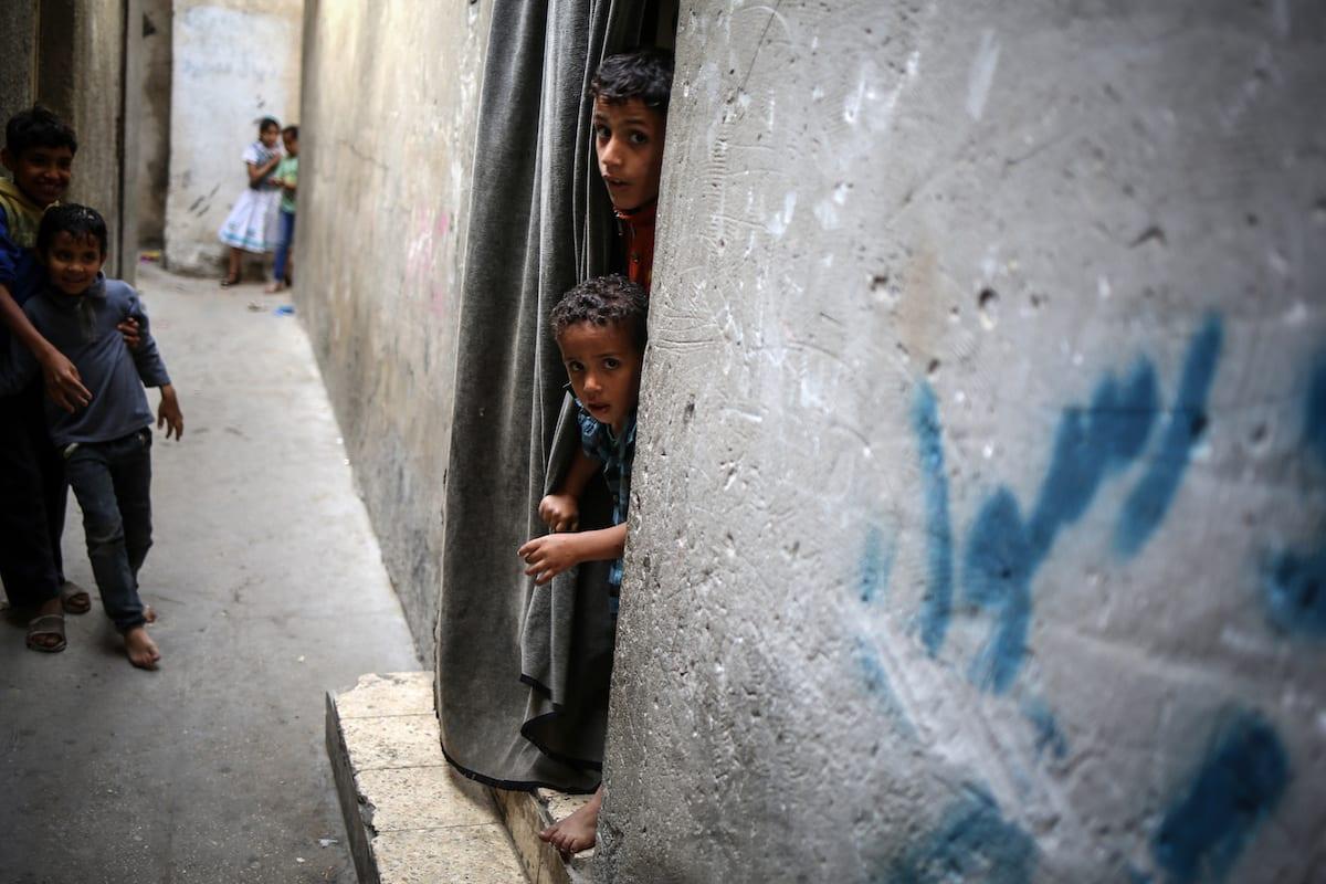 Crianças palestinas em um campo de refugiados na Cidade de Gaza, 15 de maio de 2017 [Ali Jadallah/Agência Anadolu]