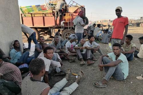 Refugiados etíopes, que fugiram do conflito na região de Tigré, chegam ao estado de Al Qadarif, no Sudão, 14 de novembro de 2020 [Stringer/Agência Anadolu]