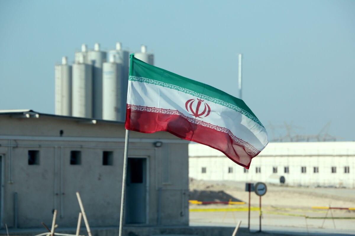 Bandeira iraniana na usina nuclear de Bushehr, durante cerimônia oficial de lançamento das operações do segundo reator local, em 10 de novembro de 2019 [Atta Kenate/AFP/Getty Images]