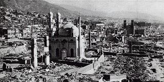 A Mesquita de Kobe após os bombardeios dos Estados Unidos, durante a Segunda Guerra Mundial [foto de arquivo]