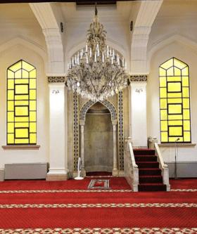 Salão principal da Mesquita de Kobe, Japão
