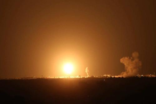 Aviões de guerra israelenses atingem vários alvos na Síria [Ashraf Amra / Agência Anadolu]