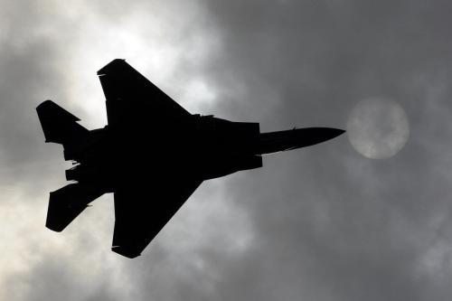 Caça a jato F-15 dos EUA em 16 de agosto de 2011 [DMITRY KOSTYUKOV / AFP / Getty Images]